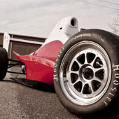angled view of the F1000 race car with emphasis on the Jongbloed JRW 330 wheel
