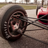 Three-piece Jongbloed JRW 330 wheels and double-wishbone suspension on the F1000 race car